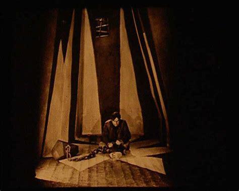 Cabinet Du Docteur Caligari by Le Cin 233 Ma Expressionniste Allemand Une Image Charg 233 E De Sens