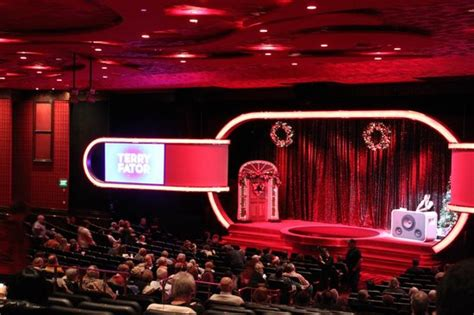 stage/theatre   Picture of Terry Fator   The Voice of