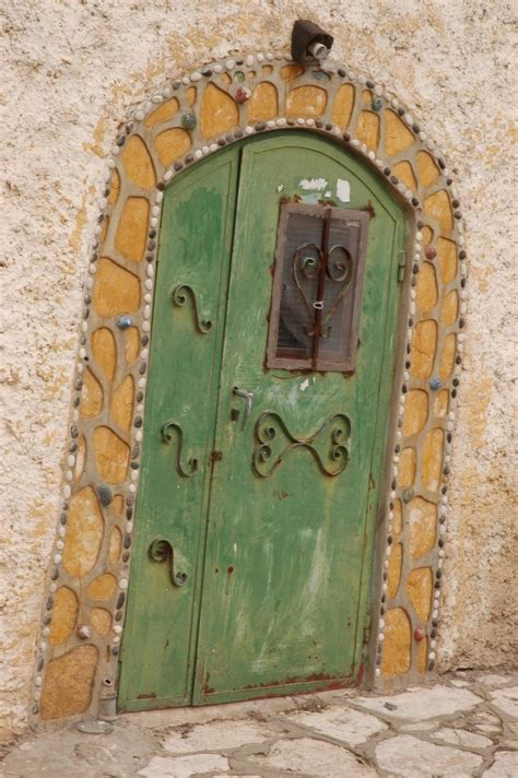 file pikiwiki israel 17266 a green door in the city