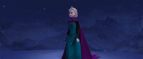 2013 film queen who sings let it go elsa