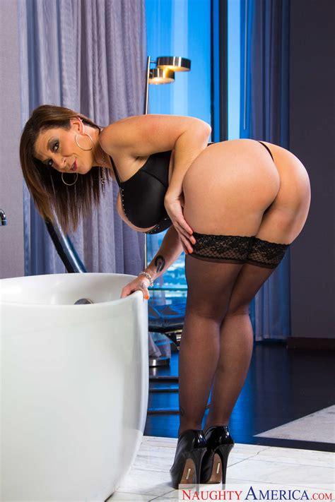 Big Titted Milf Is Wearing High Heels Photos Sara Jay