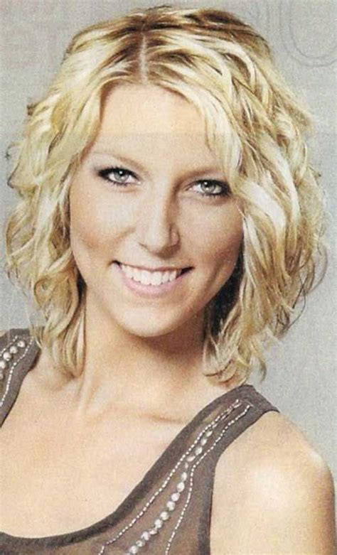 curly shoulder length hairstyles for plus size short curly hairstyles for thin hair http www short