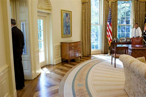 oval office pics file barack obama in the oval office phil schiliro looks