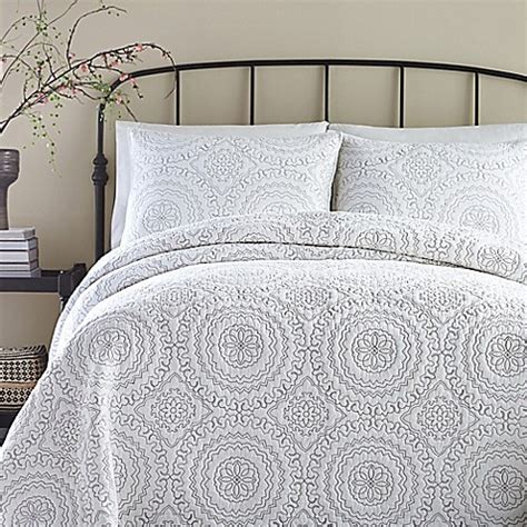 bed bath and beyond coverlet jessica simpson medallion coverlet bed bath beyond