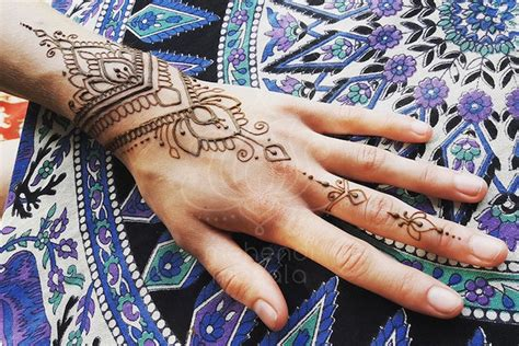 henna tattoo wie lange haltbar henna motive free corner element ornate decorated mehndi