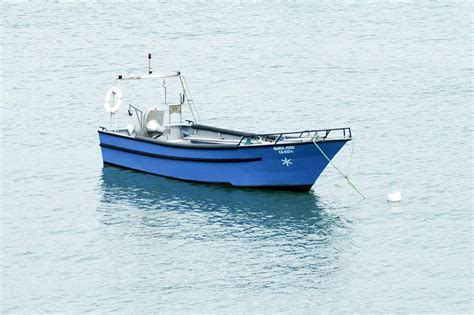 boat sea pictures file boat on calm sea jpg wikimedia commons