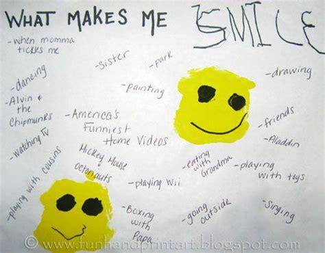what makes me smile free printable k 2 writing prompt what make me smile preschool handprint smiley face