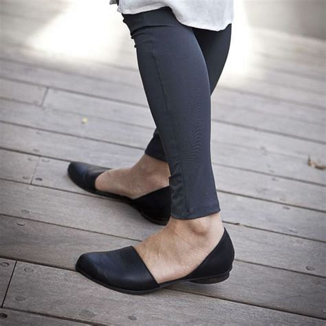 comfortable walking shoes for flat feet 1000 ideas about black leather sandals on pinterest