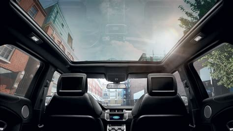 range rover evoque s panoramic roof and in car