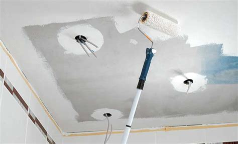 decke mit rollputz streichen bad umbau decke aus zementbauplatten umbau sanierung