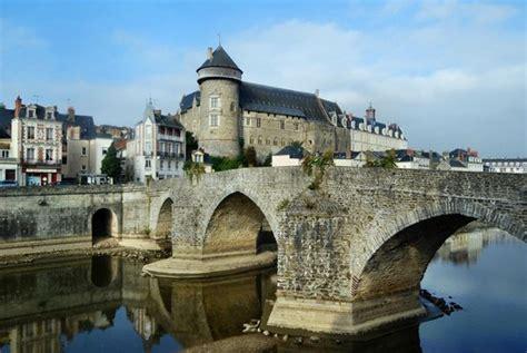 laval le vieux pont et le ch 226 teau picture of chateau