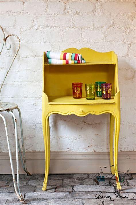 yellow chalk english yellow chalk paint 174 annie sloan