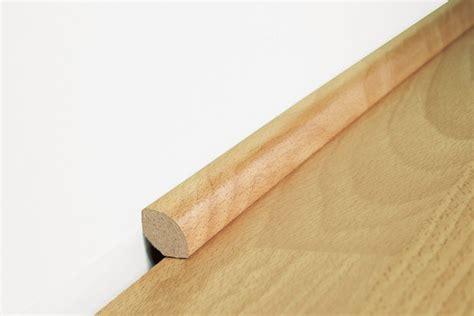 deckenleisten kleben wie werden die sockelleisten befestigt laminatboden verlegen