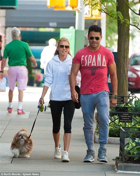kelly ripa and family kelly ripa is all smiles as she return to live without
