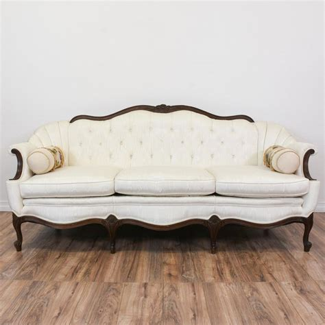 white victorian couch 25 best ideas about victorian sofa on pinterest modern
