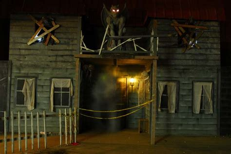 schmitt s haunted house the haunted mansion of melville take a peek inside the horrifying haunted attractions