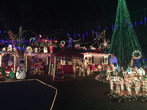 christmas lights tradition continues to bring smiles