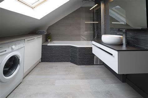 Baignoire Sous Pente De Toit charmant salle de bain sous pente de toit avec salle de