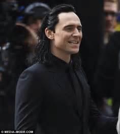 black loki s beau tom hiddleston debuts black wig on the