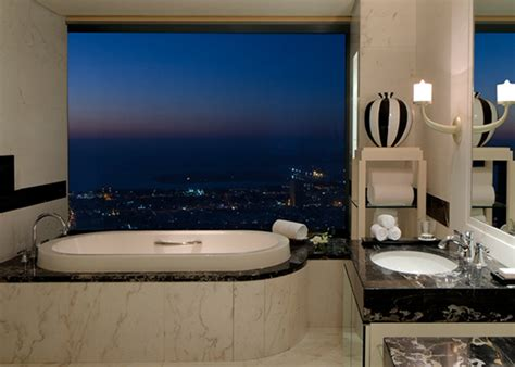 best bathtubs in the world the world s best bathtubs with a view honeymoon dreams