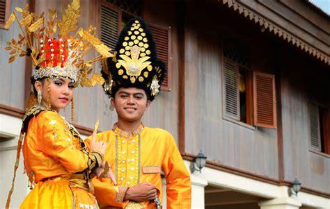 Bando Baju Adat Aksesoris Kepala Wanita 1 pakaian adat gorontalo gambar lengkap dan penjelasannya adat tradisional