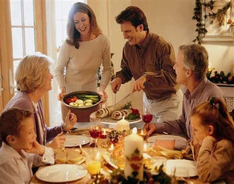 imagenes de la familia reunida preparar la navidad decora tu casa