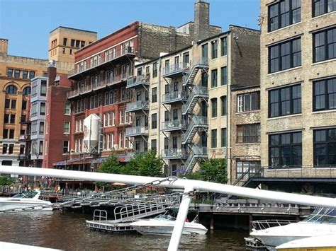 boat house milwaukee heading down the river picture of milwaukee boat line