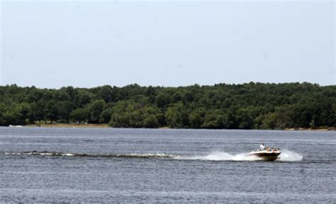 boat log in southern region officials encourage life vests in wake of rend lake