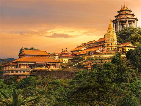 top places  visit  malaysia holidayme