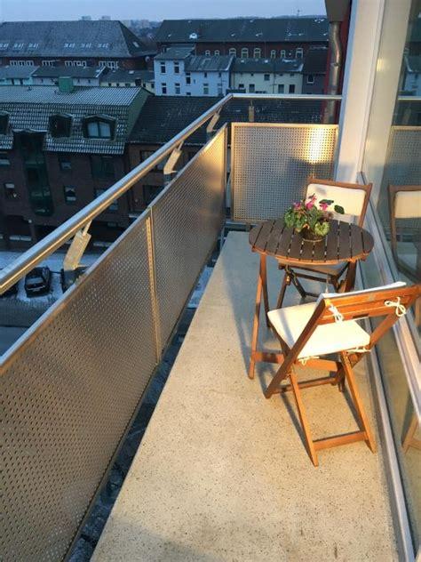 wg geeignete wohnungen hamburg sch 246 ne 2 zimmer wohnung mit ausblick und balkon 220 ber den