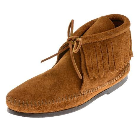 minnetonka moccasins boots minnetonka moccasins 682 s fringed ankle boot