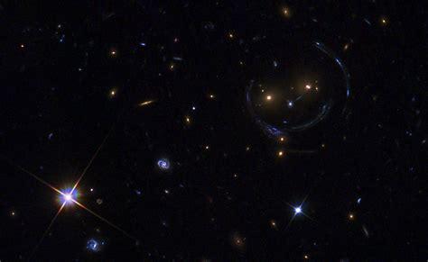 imagenes surrealistas del espacio una cara en el espacio