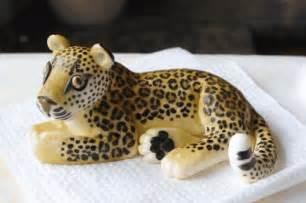 sugarpaste leopard cake topper