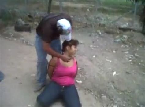 mundonarco com videos de ejecuciones misterio por mujer del cdg decapitada por los zetas v 237 deo