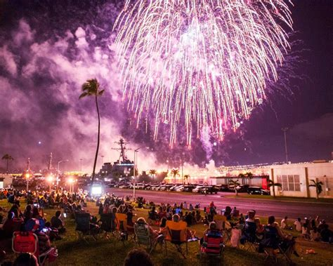 new year parade hawaii 2016 the best fireworks displays in hawaii in 2016 cities
