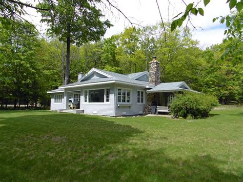 cottage rentals in idylewilde cottage lakefront vacation rental in michigan