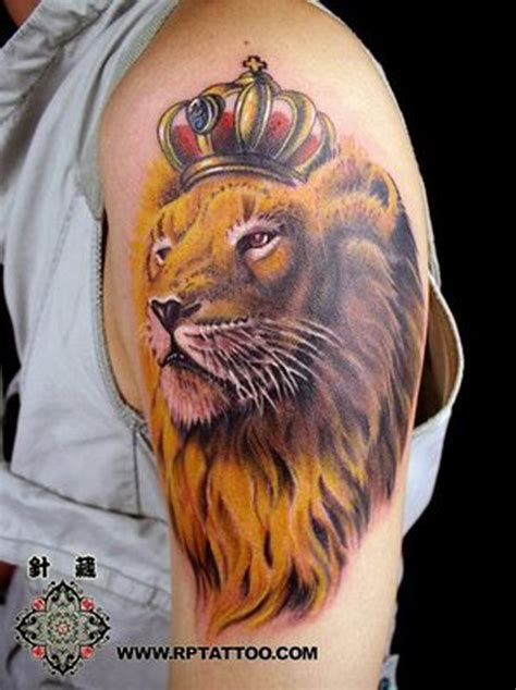 hand tattoo lion leo design