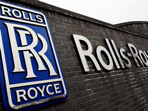 rolls royce engine logo rolls royce lands 163 6bn engine deal as emirates turns away