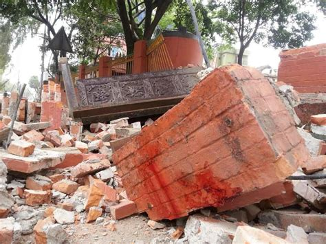 earthquake kerala update nepal earthquake about 45 dead in india tremors