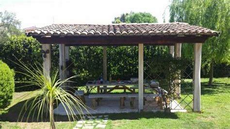 gazebo in legno usato come realizzare un gazebo nel giardino i passi principali
