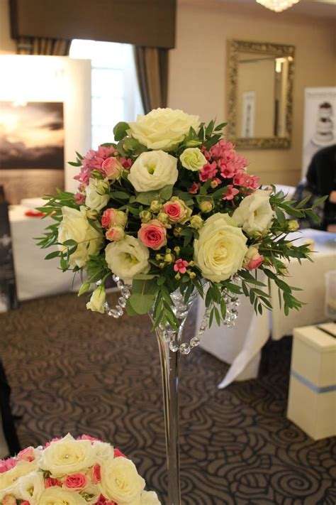 Flower Arrangements In Martini Glass Vases by Best 25 Martini Centerpiece Ideas On Martini Glass Centerpiece Table And