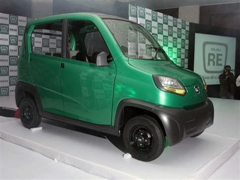 bajaj new 4 wheeler bajaj has unveiled its four wheeler re60 at autoexpo 2012