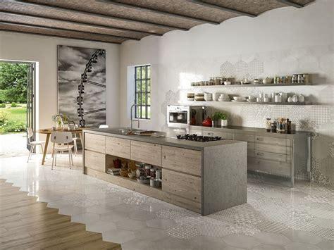 piastrelle di maiolica rivestimento cucina esagonale stile maiolica oltremare