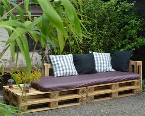 ein sofa eine lounge ecke f 252 r parzelle 29 ein sofa aus