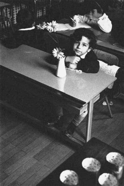 sui banchi di scuola bambini sui banchi di scuola nocera enzo fotografie