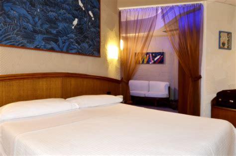 motel con idromassaggio in doccia idromassaggio naucleros suites pezze di greco