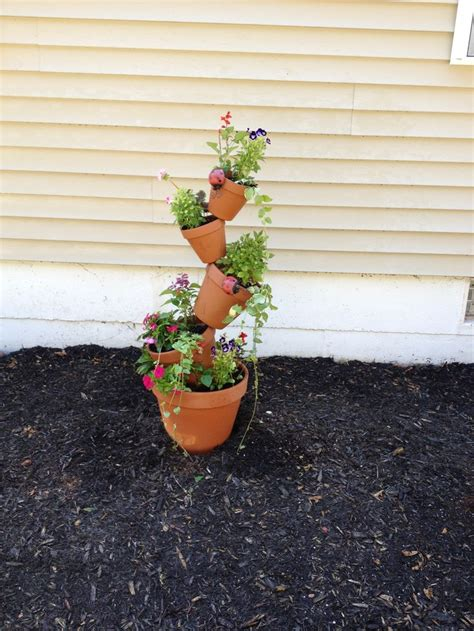 Tower Planter Pots by 1000 Ideas About Flower Pot Tower On Stacked