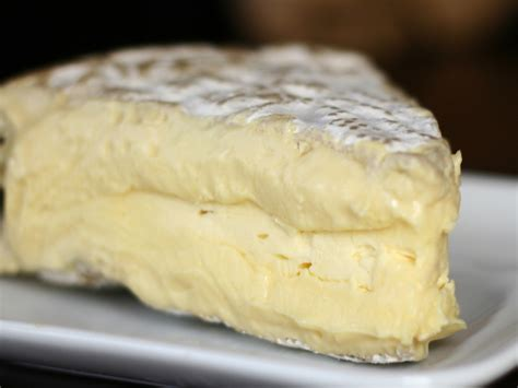 acravan the varieties of brie from the french cheese book