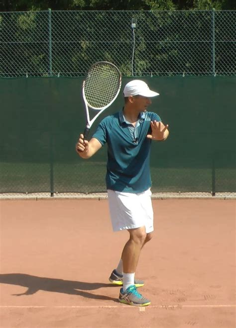 proper tennis swing tennis forehand technique 8 steps to a modern forehand