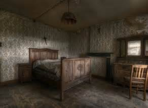 Antique Cabins And Barns Stunning Pics Of An Abandoned Farmhouse Where The Bed Is